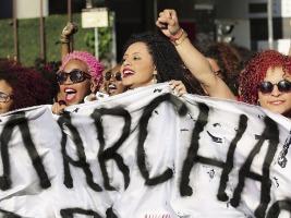 Bresil-les-femmes-reclament-le-droit-d-etre-crepues_exact780x585_l