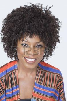 20768799-portrait-de-jolie-femme-afro-am-ricaine-dans-les-v-tements-traditionnels-souriant-sur-fond-gris