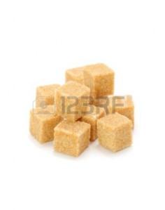 9655731-cubes-de-sucre-brun-isolees-sur-fond-blanc