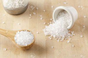 14026135-Un-tas-de-sel-de-mer-blanc-pur-pour-la-cuisson-Banque-d'images