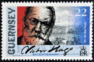 21838587-guernsey--circa-2002-un-timbre-imprim--guernesey-montre-victor-hugo-et-st-peter-port-vers-2002
