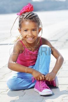 22838152-portrait-d-une-fillette-de-4-ans-de-mode-mul-tre